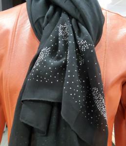 Foulard noir avec strass